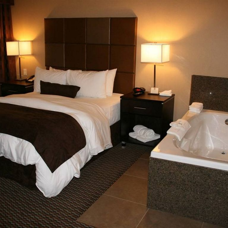 West Kelowna Romance Suite